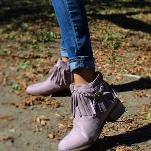 Shoes - 🆕️//The Geraldine// Lilac Fringe Booties